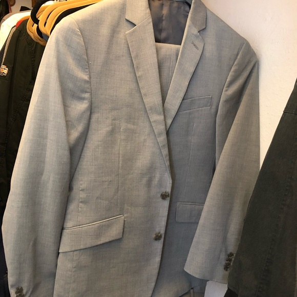 Kenneth Cole Reaction Other - Kenneth Cole Mens light grey suit set 36/29